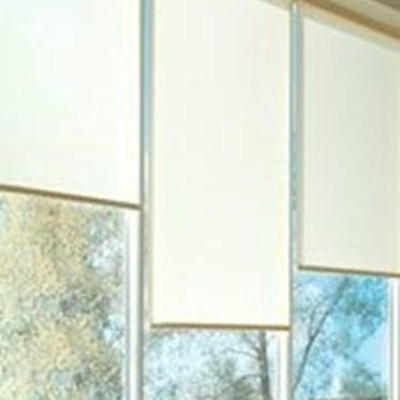 Ungdommelig Rullegardiner   Kræver minimal plads og effektiv til solafskærmning BK-19